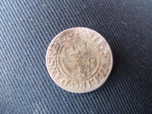Fin sølvmynt fra 1704 funnet av Martin Andersen (Foto Trygve Maaleng)