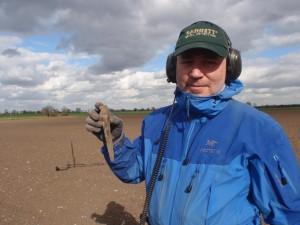 Kjetil Ronesen med dolken (Foto: Bilde fra NMF forumet)