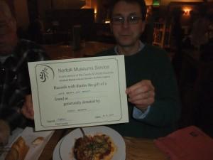 Tim Pestell med velfortjent diplom til Kjetil Ronesen (Foto: Ole Chr. Fjeld)
